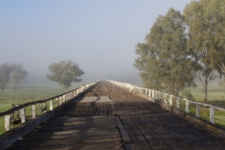 old road bridge gundagai